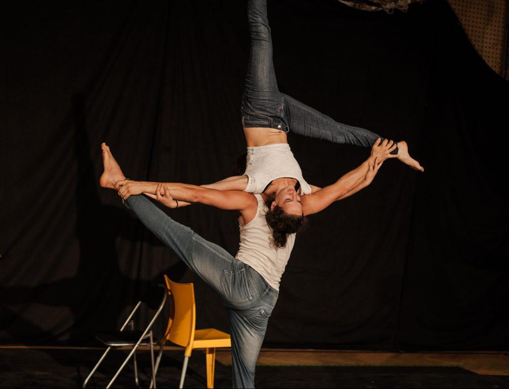performing acro duo austria