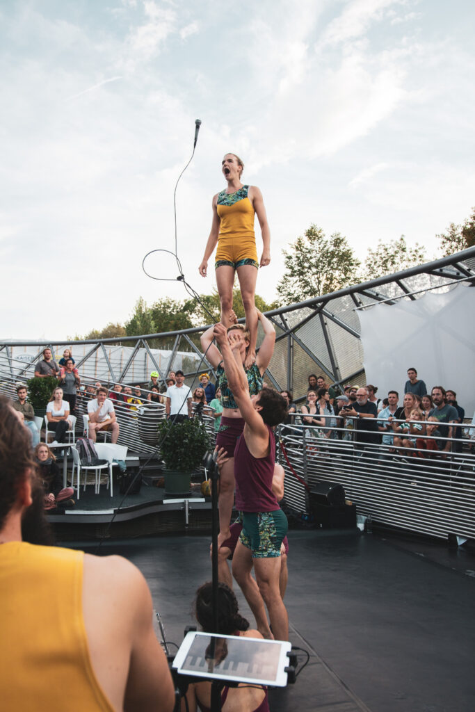 Live music and acrobatic