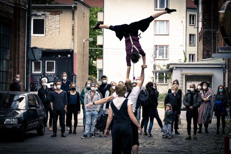 Hand to Hand Akrobatik Duo